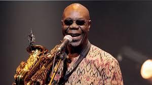Manu Dibango, saxophoniste et musicien de légende, père de la worldmusic et auteur de l'incontournable Soul Makossa, vient de disparaitre à l'âge de 86 ans, des suites du Covid-19.